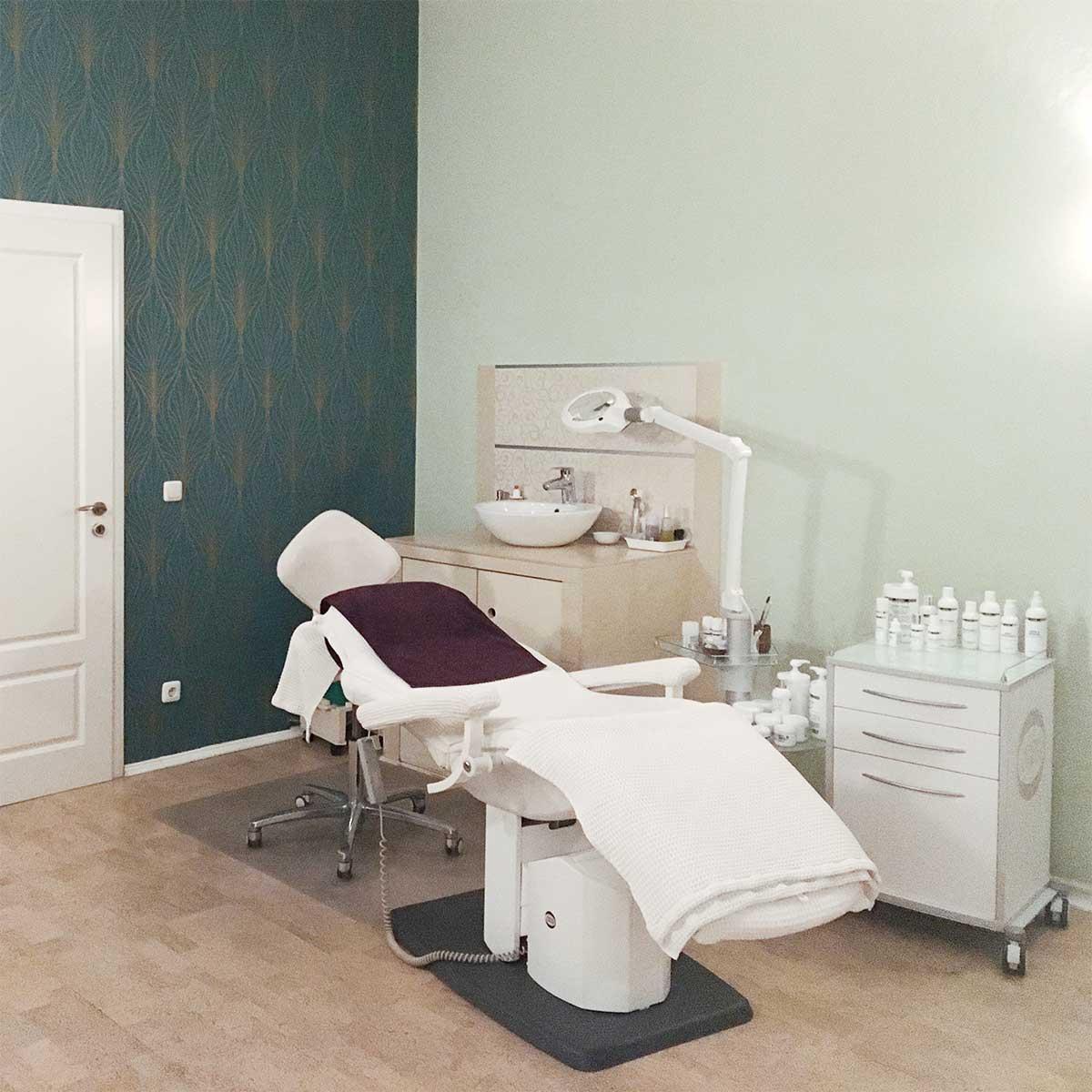 warias-kosmetik-studio-berlin-charlottenburg-behandlungzimmer
